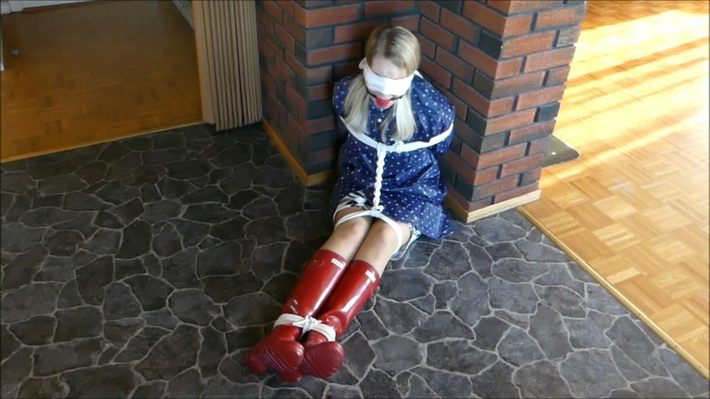 JEAN BALLGAGGED IN RUBBERBOOTS