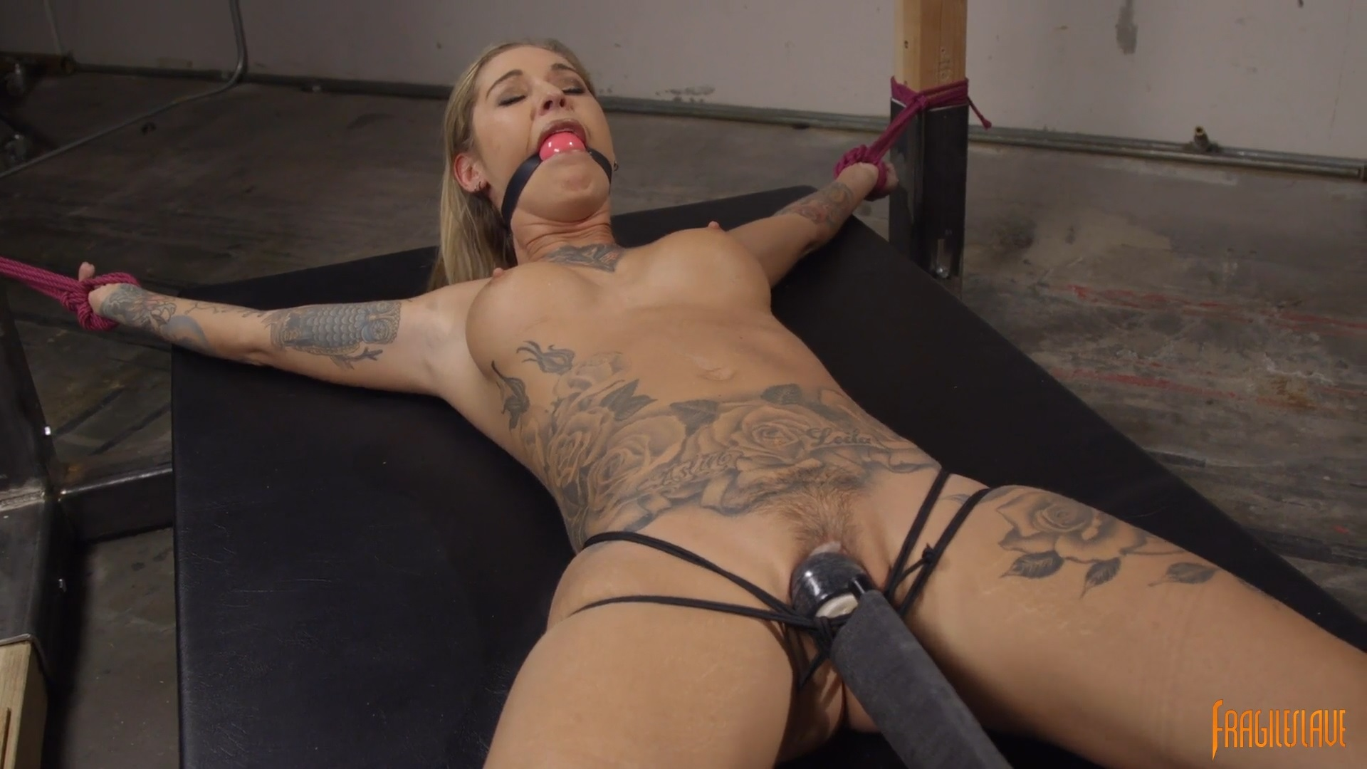 Alt Bombshell Captured, Spread Eagle, And Made To Cum -3905