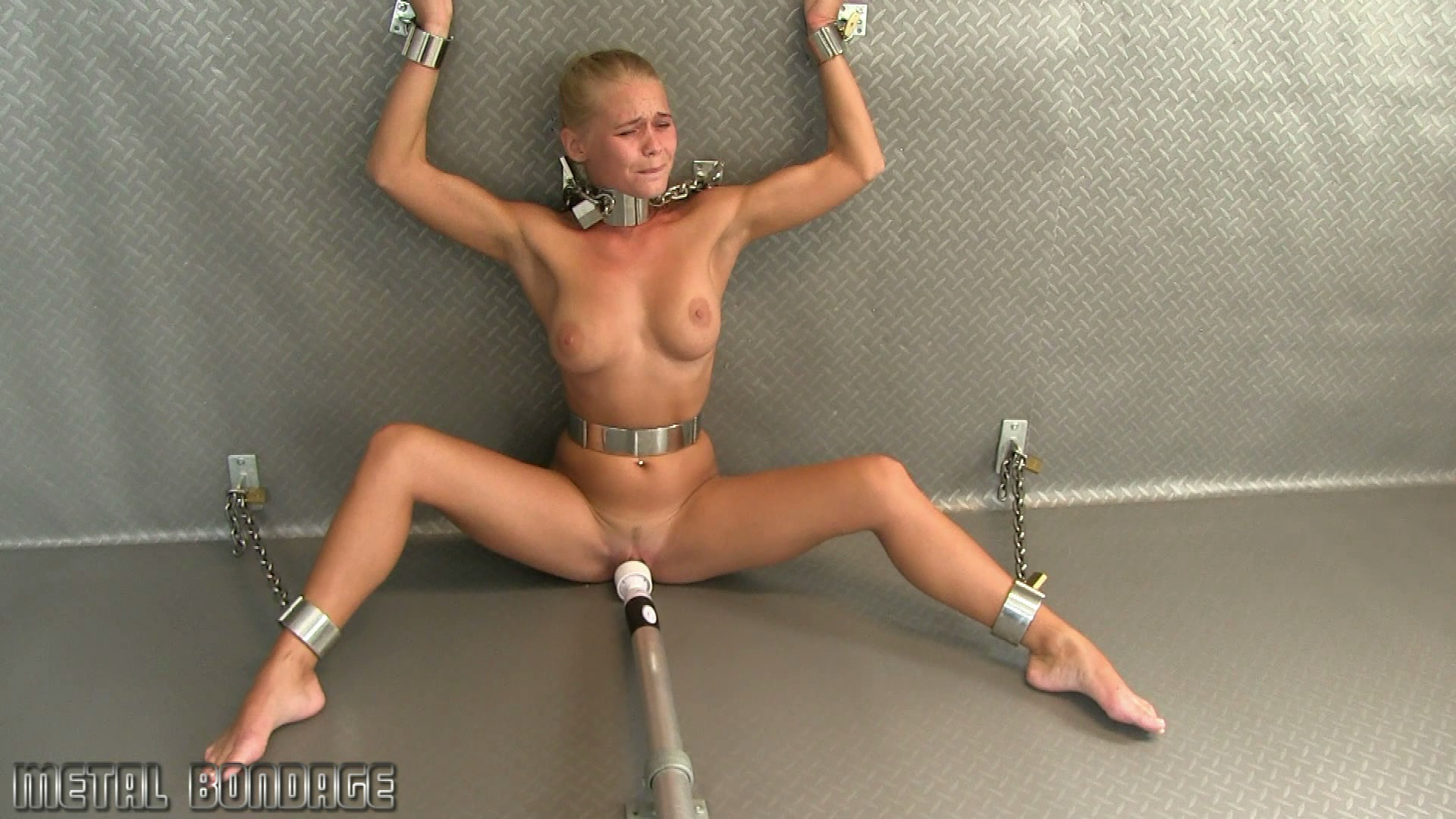 Darina Nikitina_chained to the wall