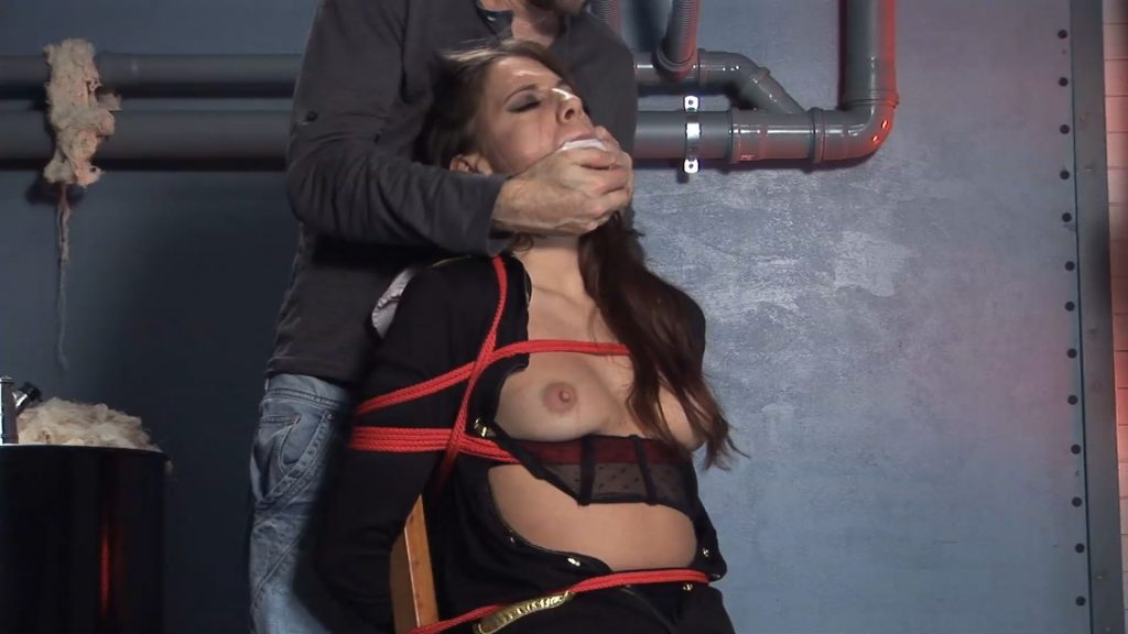 CHAIRTIED BECKY! – MODELSTIED