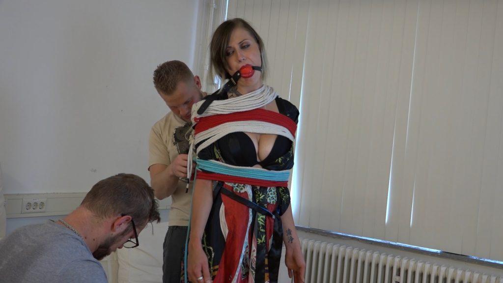 Julie Vega – Rope Encasement Releasing HD – Restricting Ropes