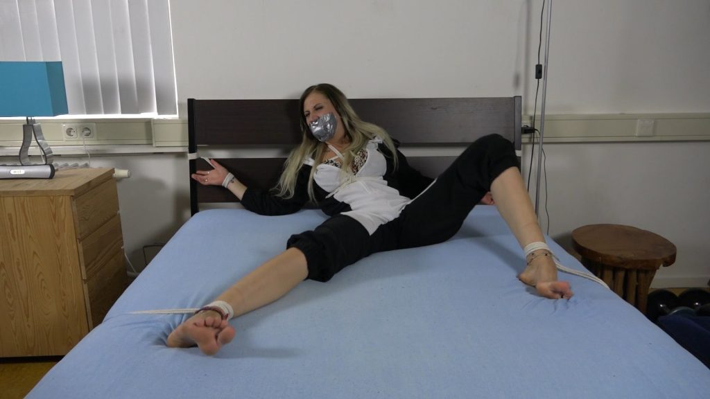 Julie Vega – Tied To Bed Feet Tickling HD – Restricting Ropes