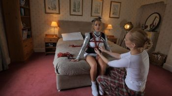 Behind The Scenes: Shooting The Cheerleader – Restrained Elegance