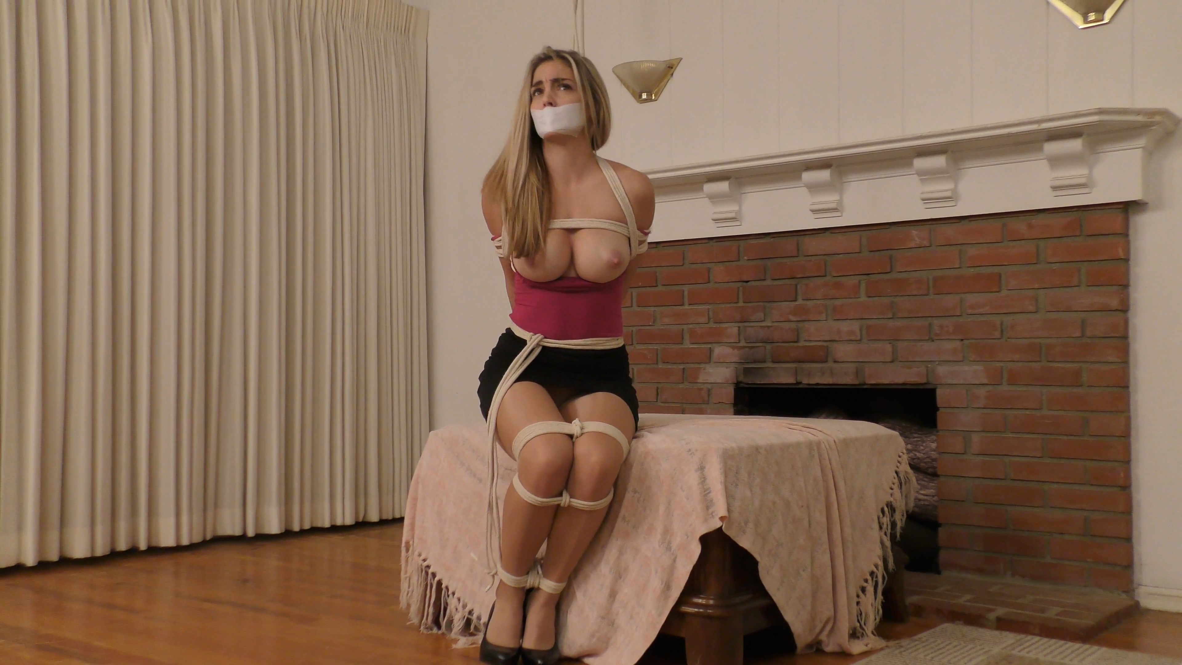 Pretty Realtor Bound and Gagged_Starring Miss Ryan Ryans