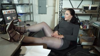 Anna's cuff break at work – Handcuffed Girls