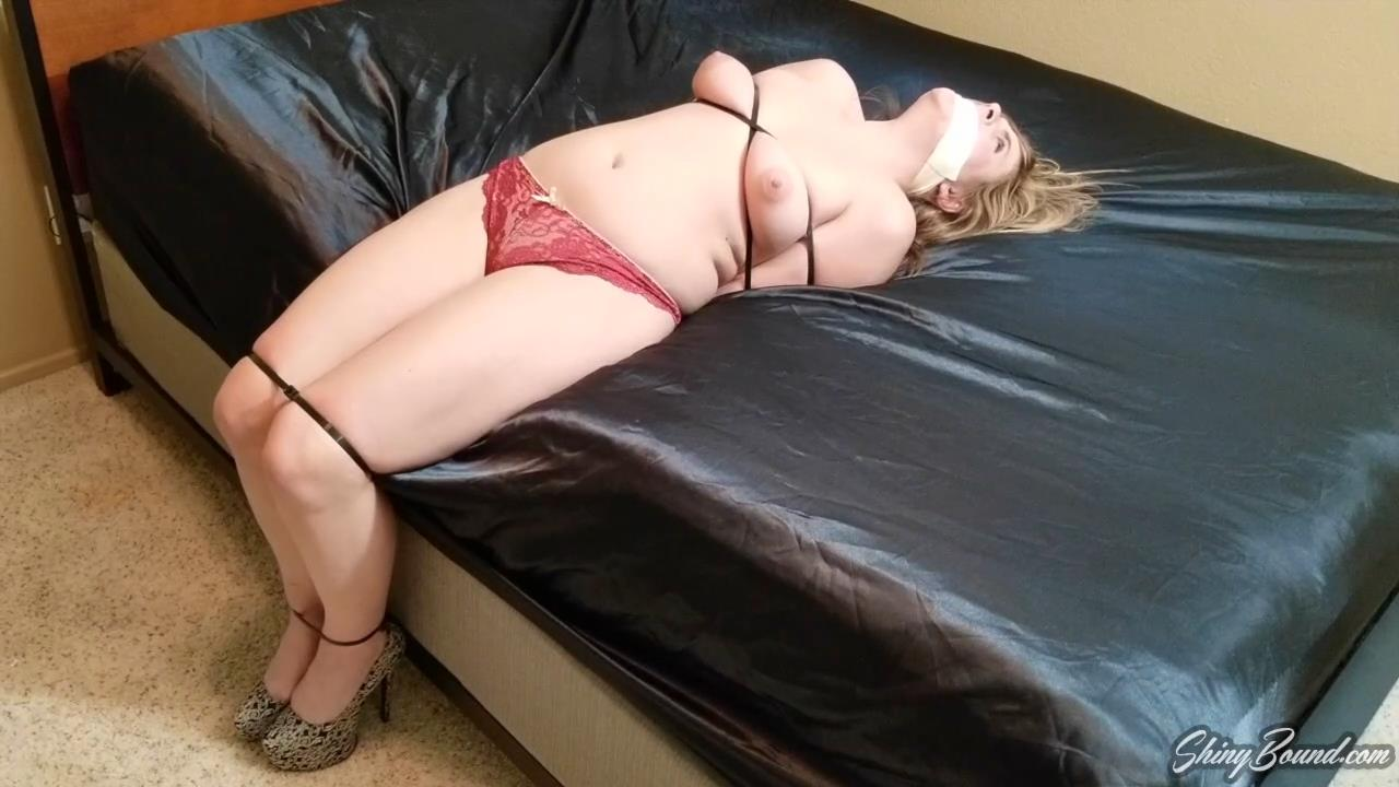 Kendra Lynn Ziptied By The Robber