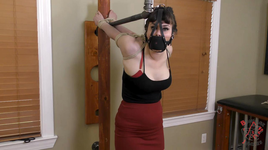 Kaecie vs Her Bondage Anatomy