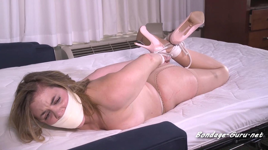 Roped pussy in crotchless pantyhose
